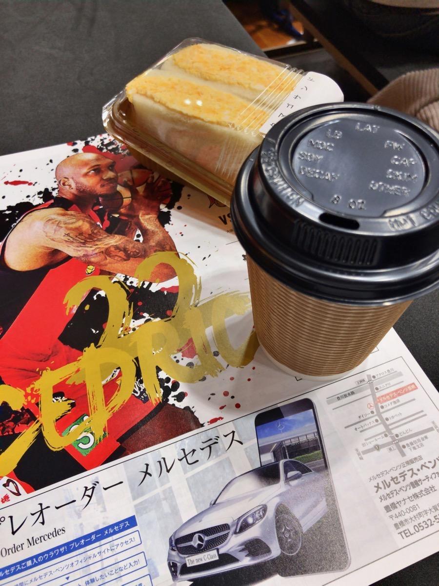 たまごサンドとコーヒー